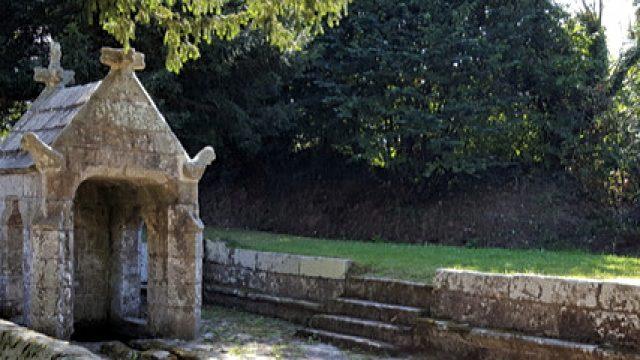 La fontaine et l'oratoire Saint Sylvestre à Plouzélambre