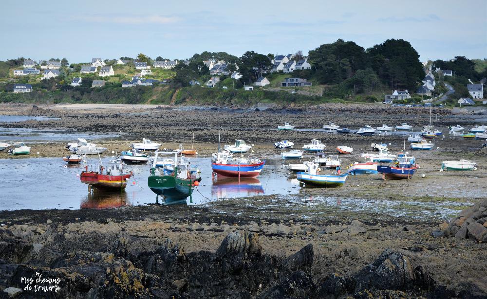 les bateaux de pêche colorés à locquémeau, Bretagne