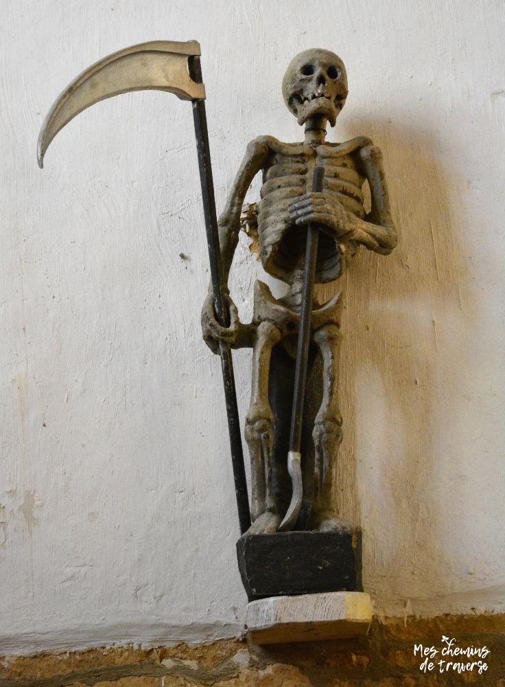 Statue de l'Ankou dans l'église de Ploumilliau
