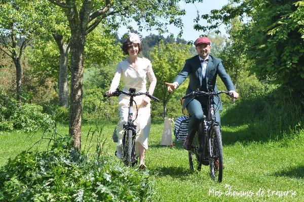 Mariés à vélo électrique