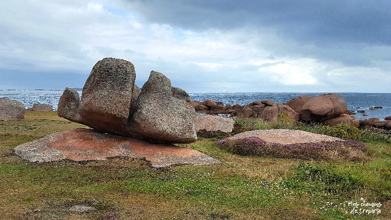 choas de granit rose sur l'ile renote